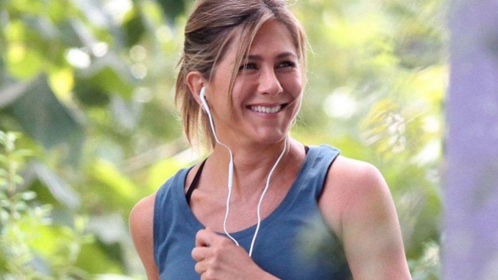 Jennifer Aniston empieza cada día con meditación y ejercicio.