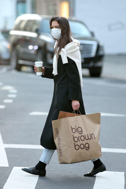 Katie Holmes con mocasines.