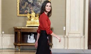 Los trucos de estilo de la reina Letizia para llevar con elegancia...