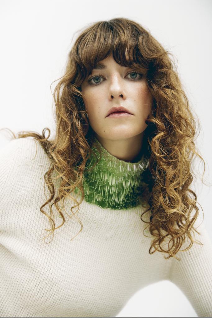 Los cabellos rizados y ondulados son los más indicados para su uso en fórmula oleosa.