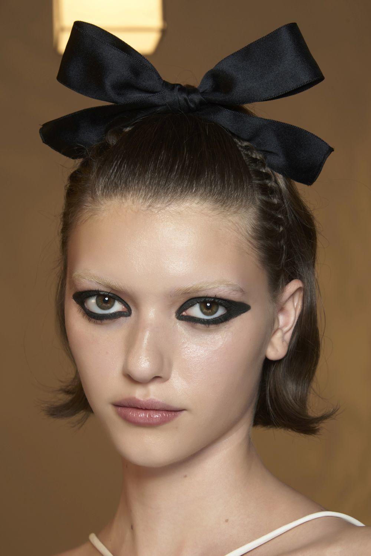 Se lleva el eyeliner al más puro estilo años 70.