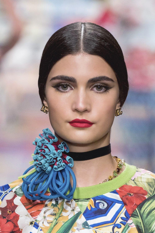 También llevaremos eyeliner difuminado o integrado con nuestra sombra de ojos. Dolce & Gabbana dixit.