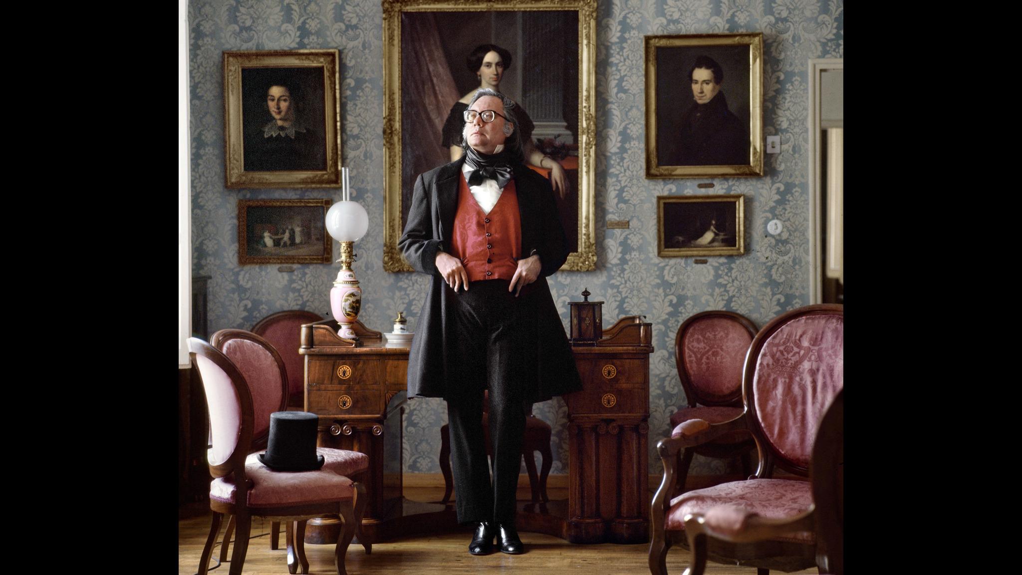 """Francisco Umbral, en una de las imágenes del documental """"Anatomía de un Dandy""""."""