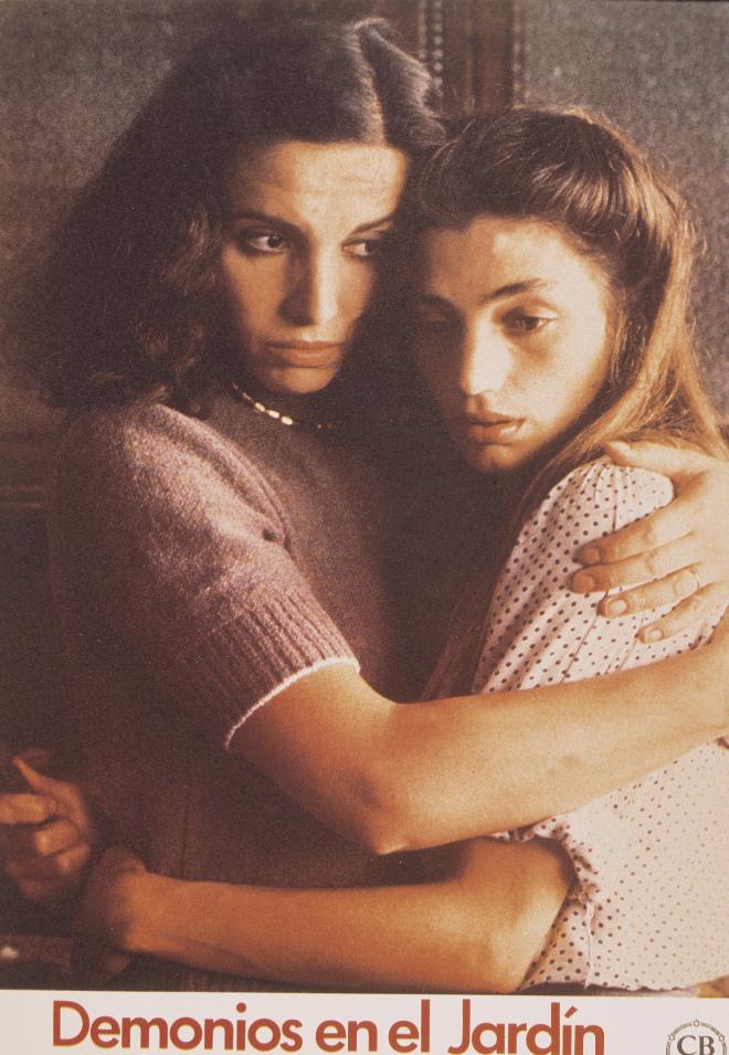Con Ana Belén en una escena de Demonios en el jardín (1982), de Manuel Gutiérrez Aragón.