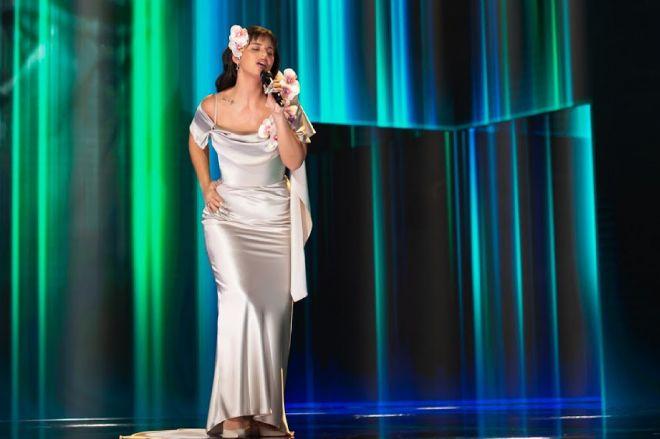 Nathy Peluso interpretando La Violetera en los Premios Goya 2021.