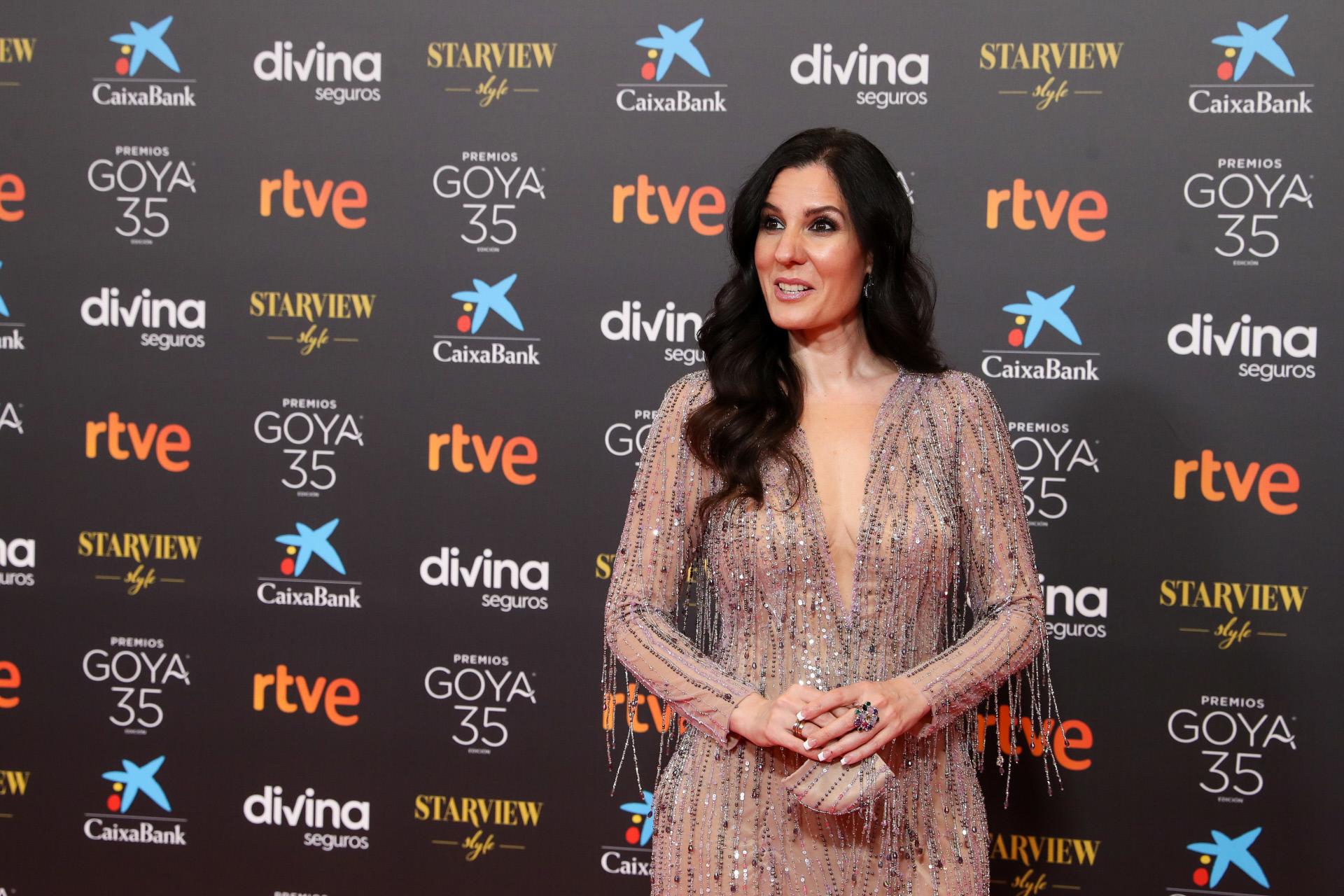 Diana Navarro, con mascarilla a conjunto.