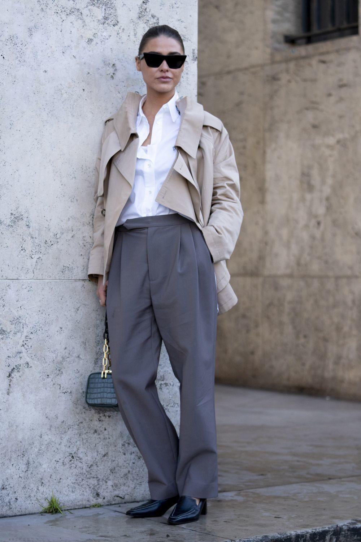Asocia los dad pants con prendas básicas para un look de diez.