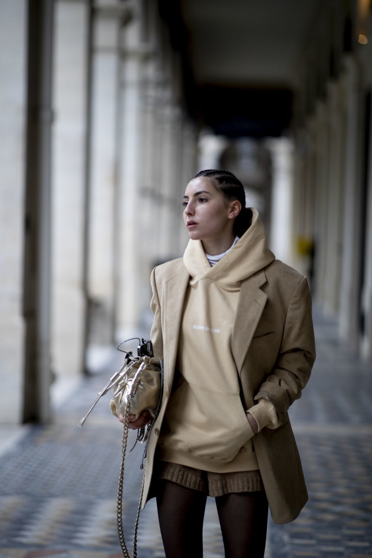 Una de las invitadas a los desfiles de París.
