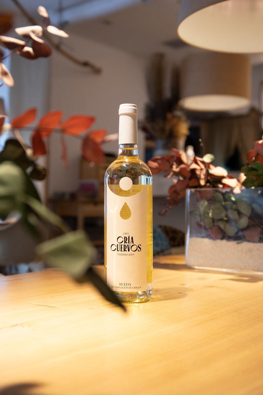 Cría Cuervos vino blanco.