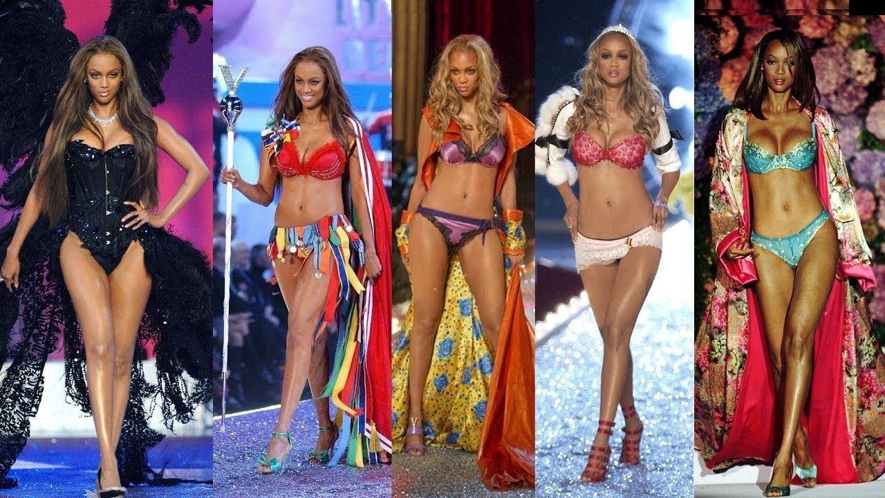 La modelo Tyra Banks en diferentes desfiles a lo largo de los años para Victorias Secret.