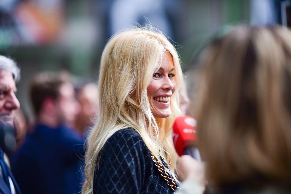 Los colores de pelo rubio son los que más rejuvenecen tu melena y encontramos muchísimas intensidades para llevarlo, desde el más claro como Claudia Schiffer al más oscuro.