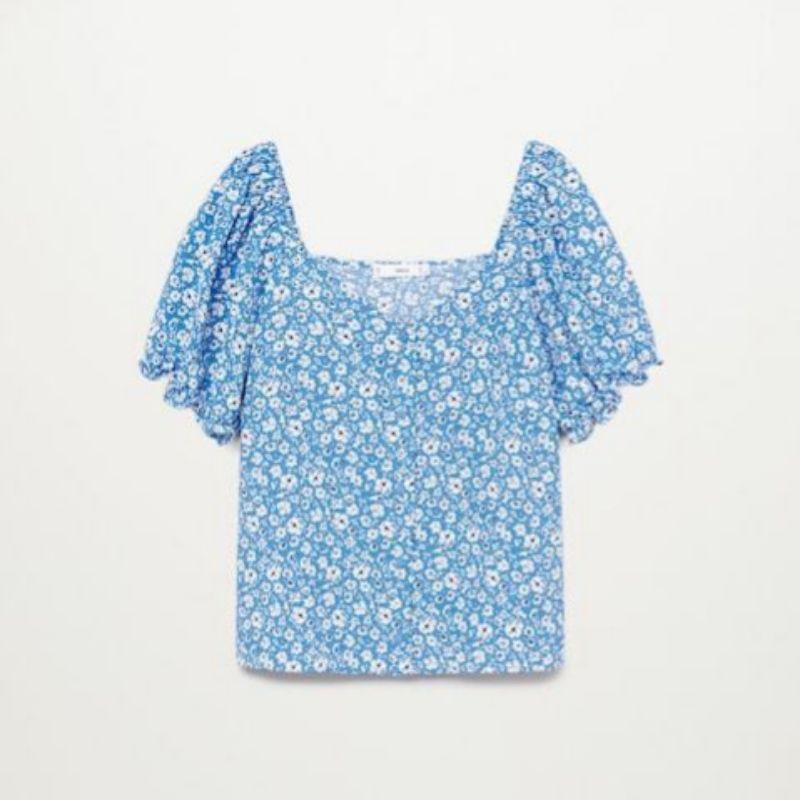 Blusa azul con estampado flores