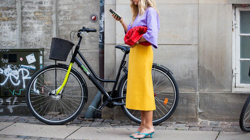 Las faldas midi serán tendencia esta primavera.