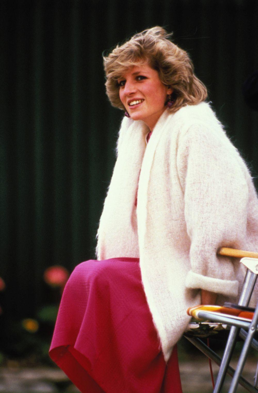 Lady Di con un corte bob shaggy con muchas capas.