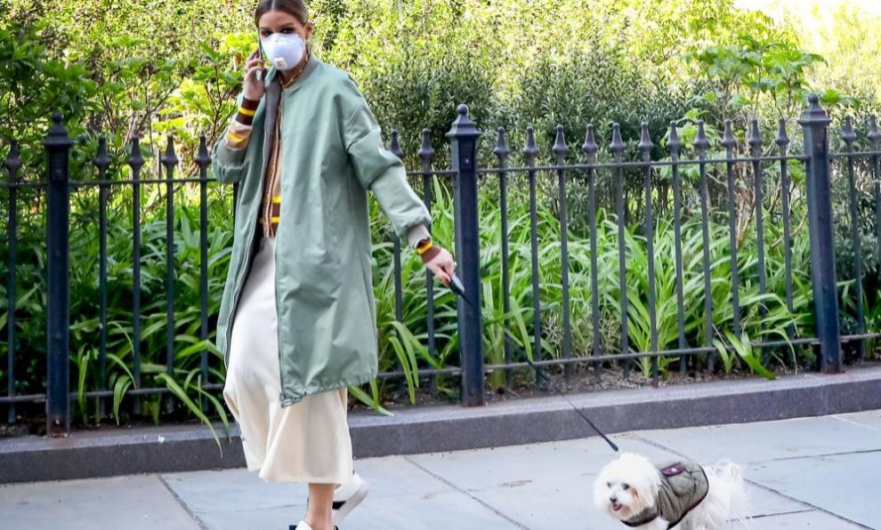 Olivia Palermo.paseando por Nueva York.