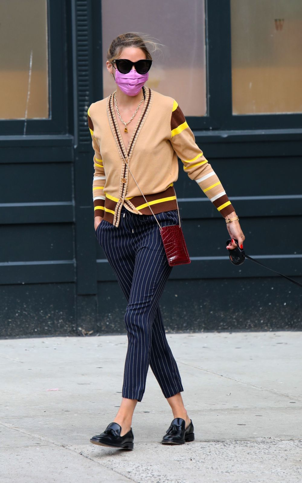Olivia Palermo con chaqueta de punto.