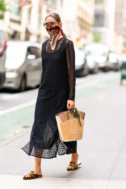 Olivia Palermo con un vestido negro.