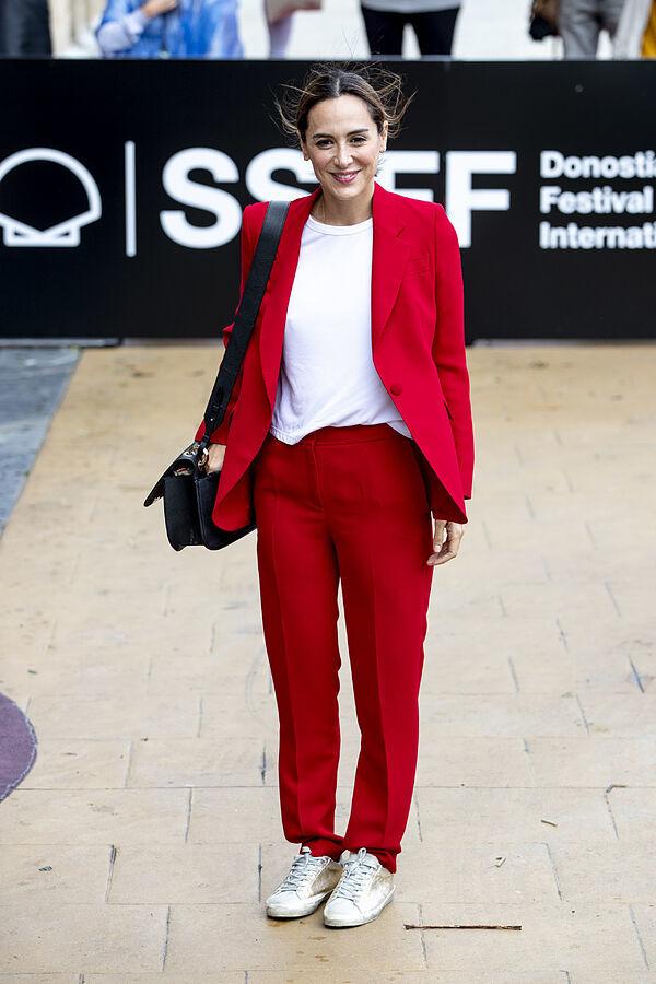 Tamara Falcó con sastre rojo.