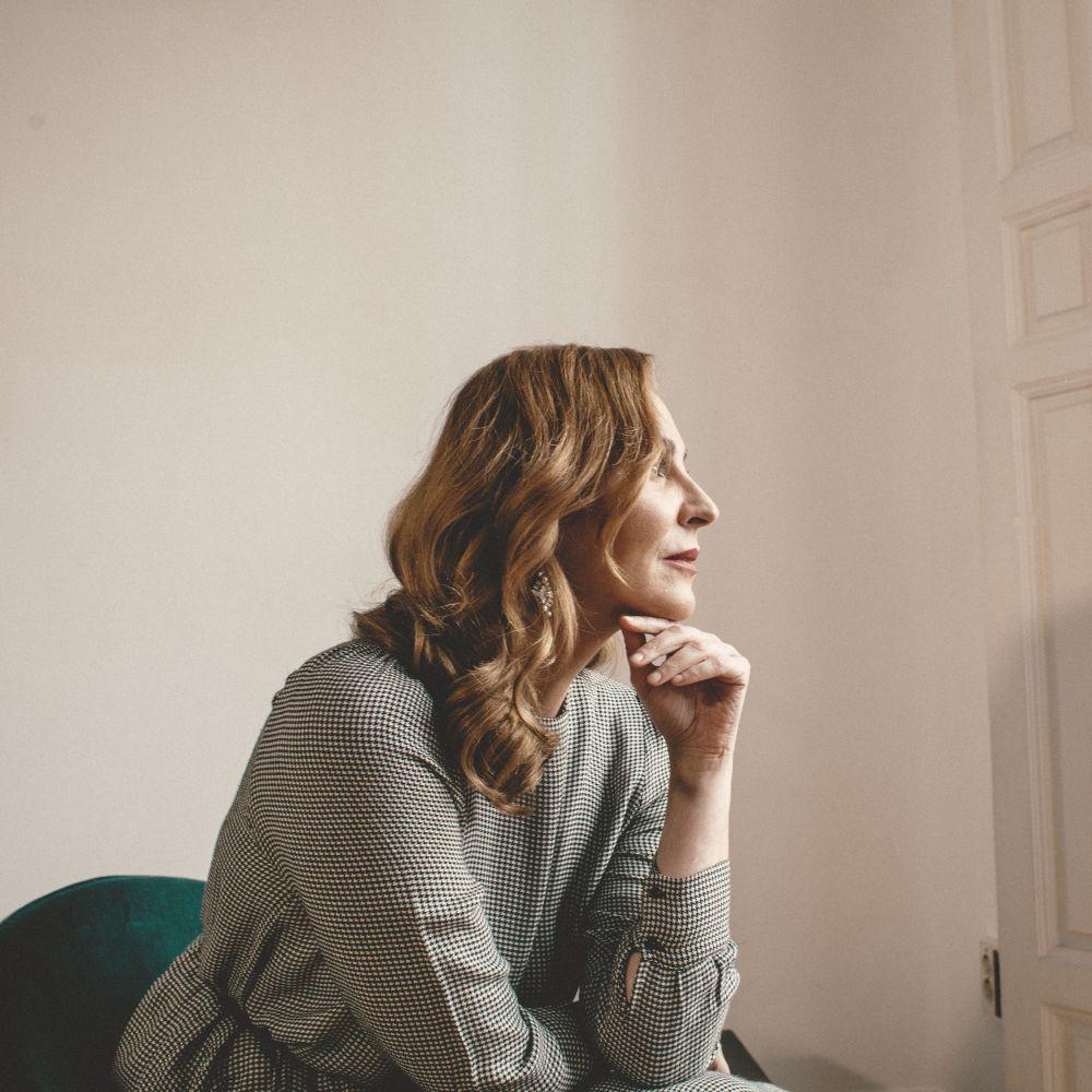 """La actriz Ana Milán está terminando de escribir su nueva novela """"Bailando lo quitao"""" que pronto verá la luz."""