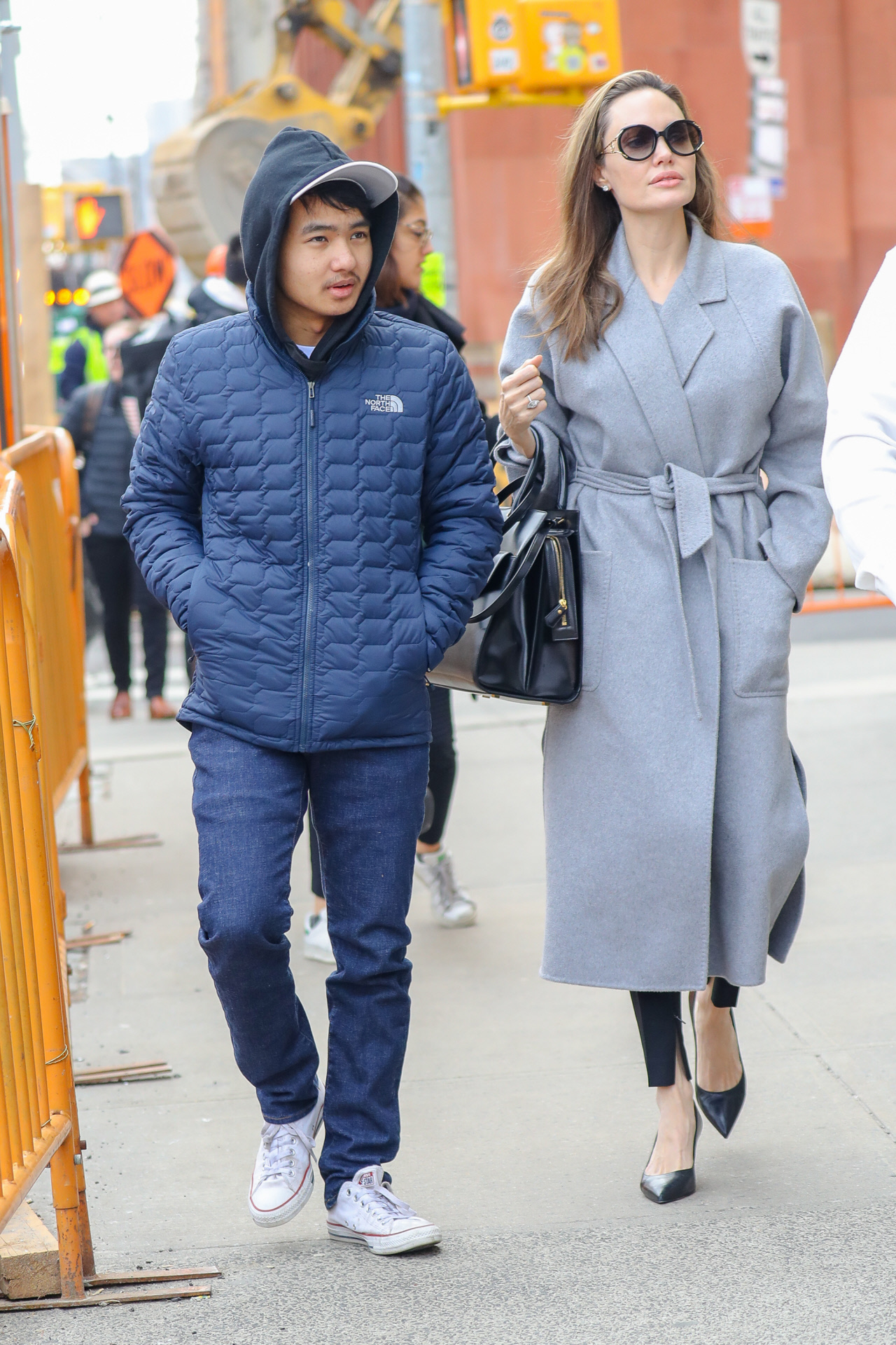 Angelina Jolie junto a su hijo mayor, Maddox, en una imagen de 2019.