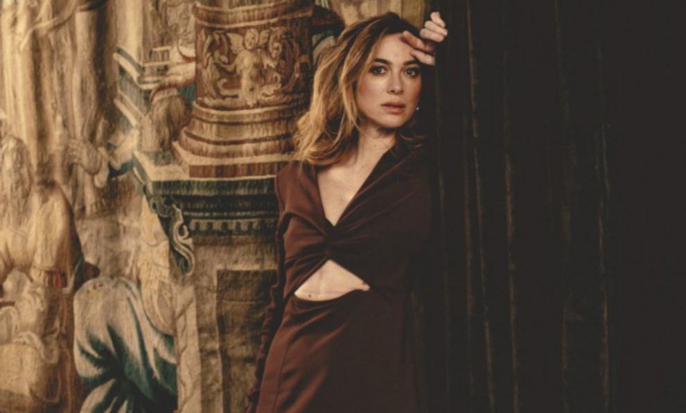 Marta Hazas posa en el Gran Meliá Palacio de los Duques con vestido...