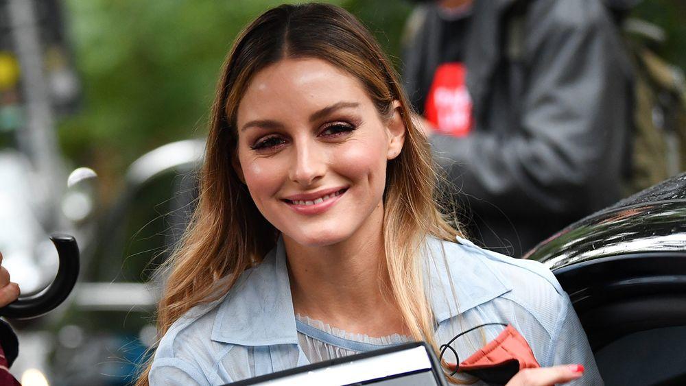 Olivia Palermo es fan del maquillaje en spray las bases para un efecto...