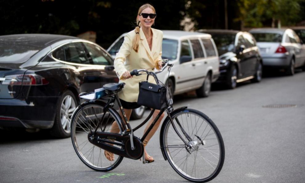 Pernille Teisbaek en bici.