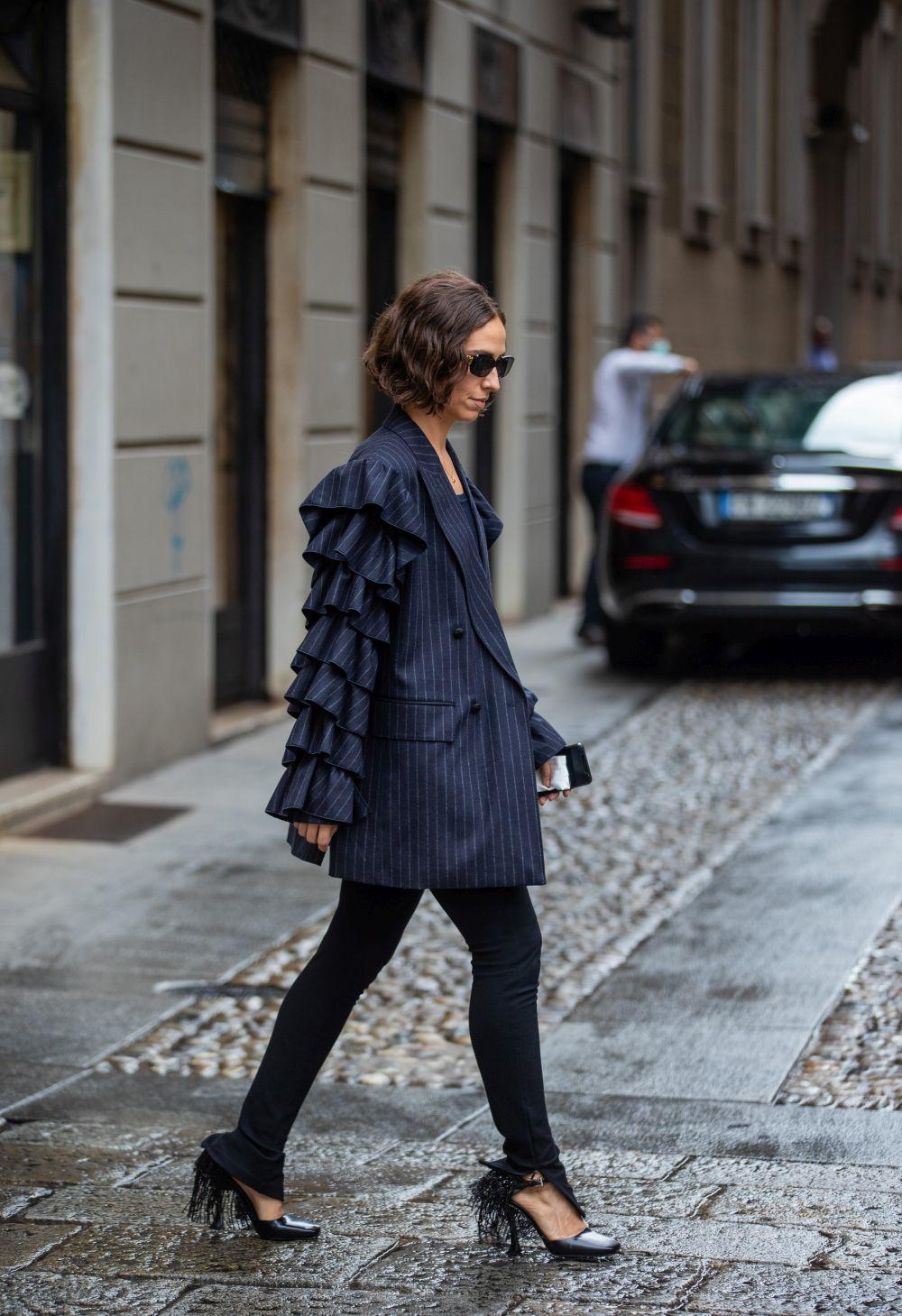 Erika Boldrin con un blazer con volantes.