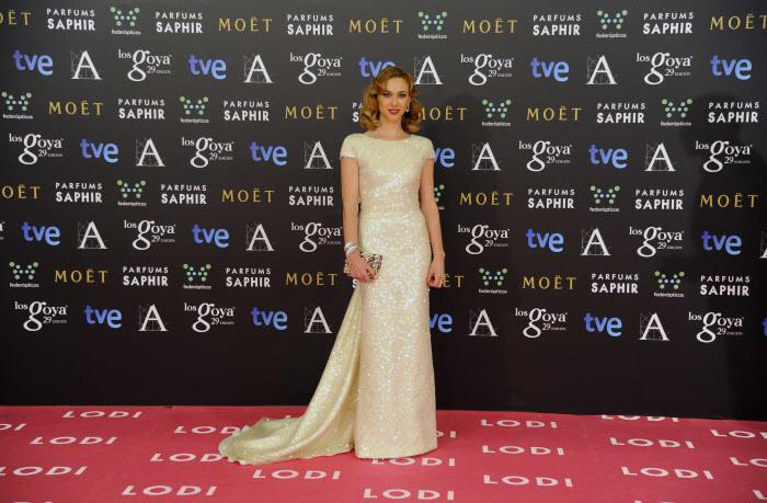 Marta Hazas es considerada un icono de estilo y suele apostar por el diseño español. Aquí, en los Premios Goya 2015 con vestido de Jorge Vázquez, uno de sus diseñadores de cabecera.