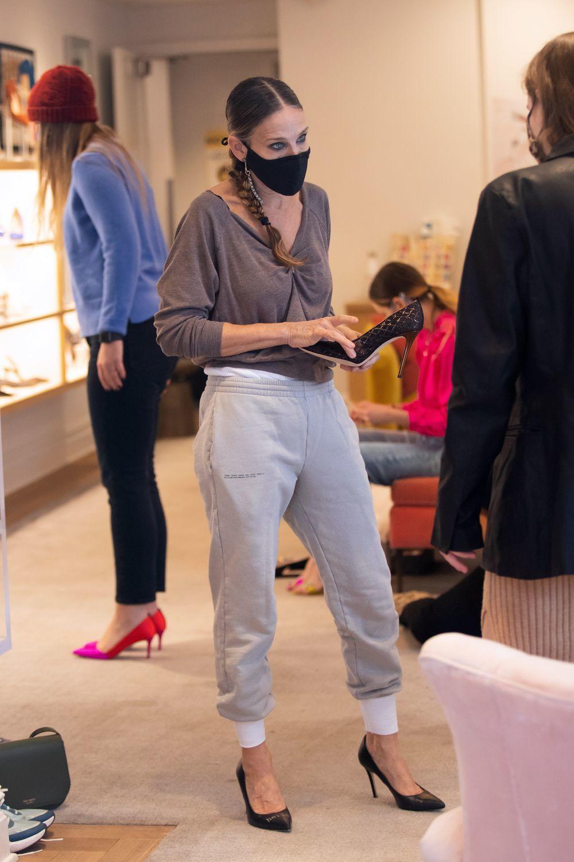 La actriz Sarah Jessica Parker en su tienda de zapatos.