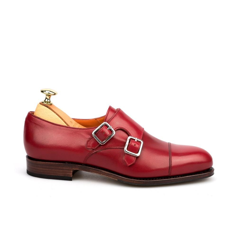 Zapato de doble hebilla, de Carmina.