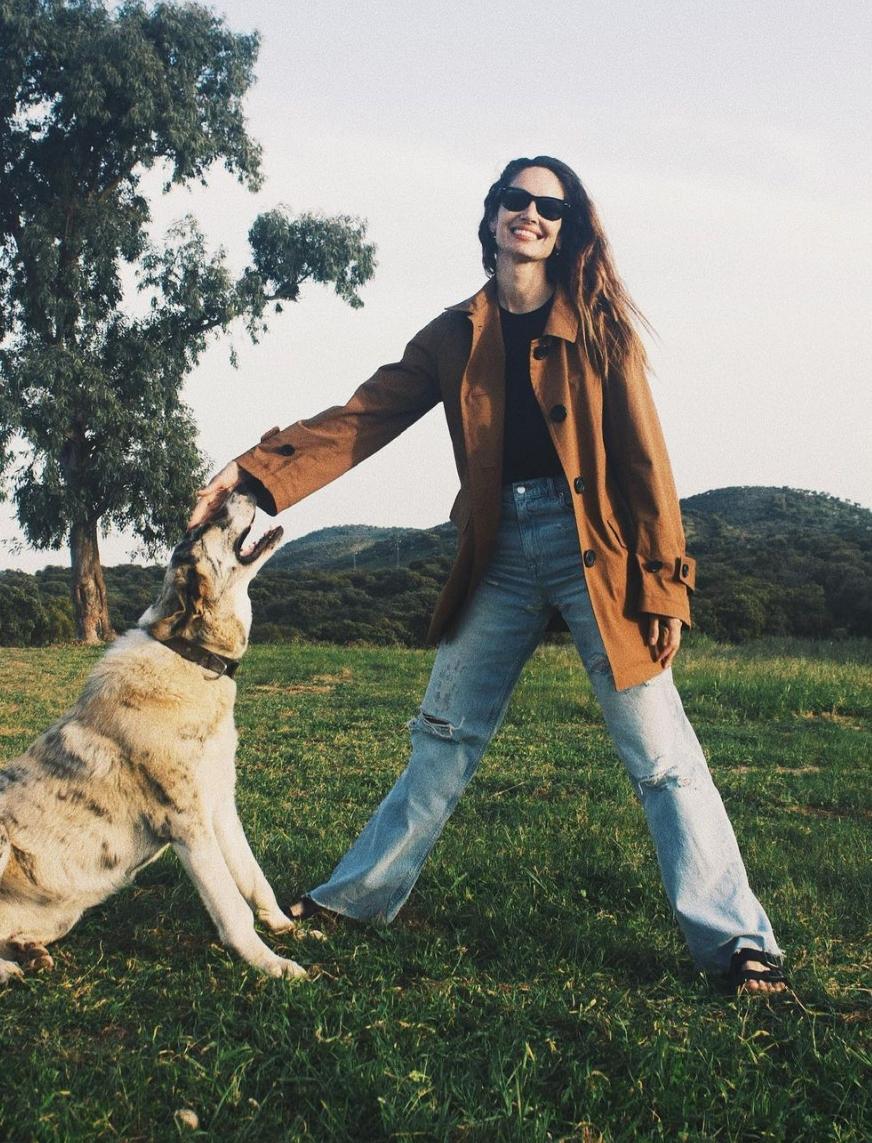 La modelo Eugenia Silva con un look de Jil Sander X Uniqlo.