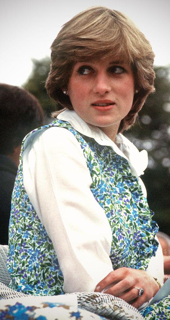Lady Di con chaleco acolchado en un partido de polo a principios de 1981.