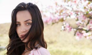 Ana de Armas nos revela que su perfume favorito para esta primavera es...