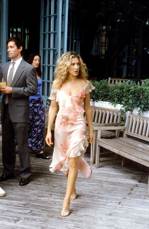 Carrie con vestido de Richard Tyler.