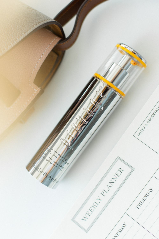 El sérum Prevage Anti-Aging Daily Serum 2.0 de Elizabeth Arden contiene idebenona, un activo único para frenar el envejecimiento de la piel.