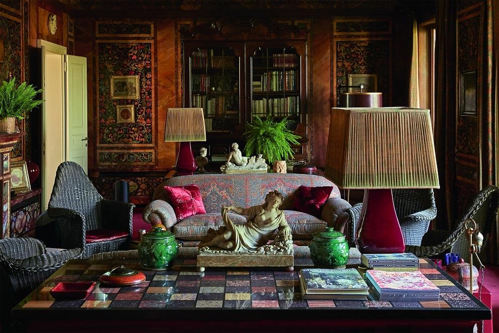 Black Room de Mongiardino en la casa familiar de Milán