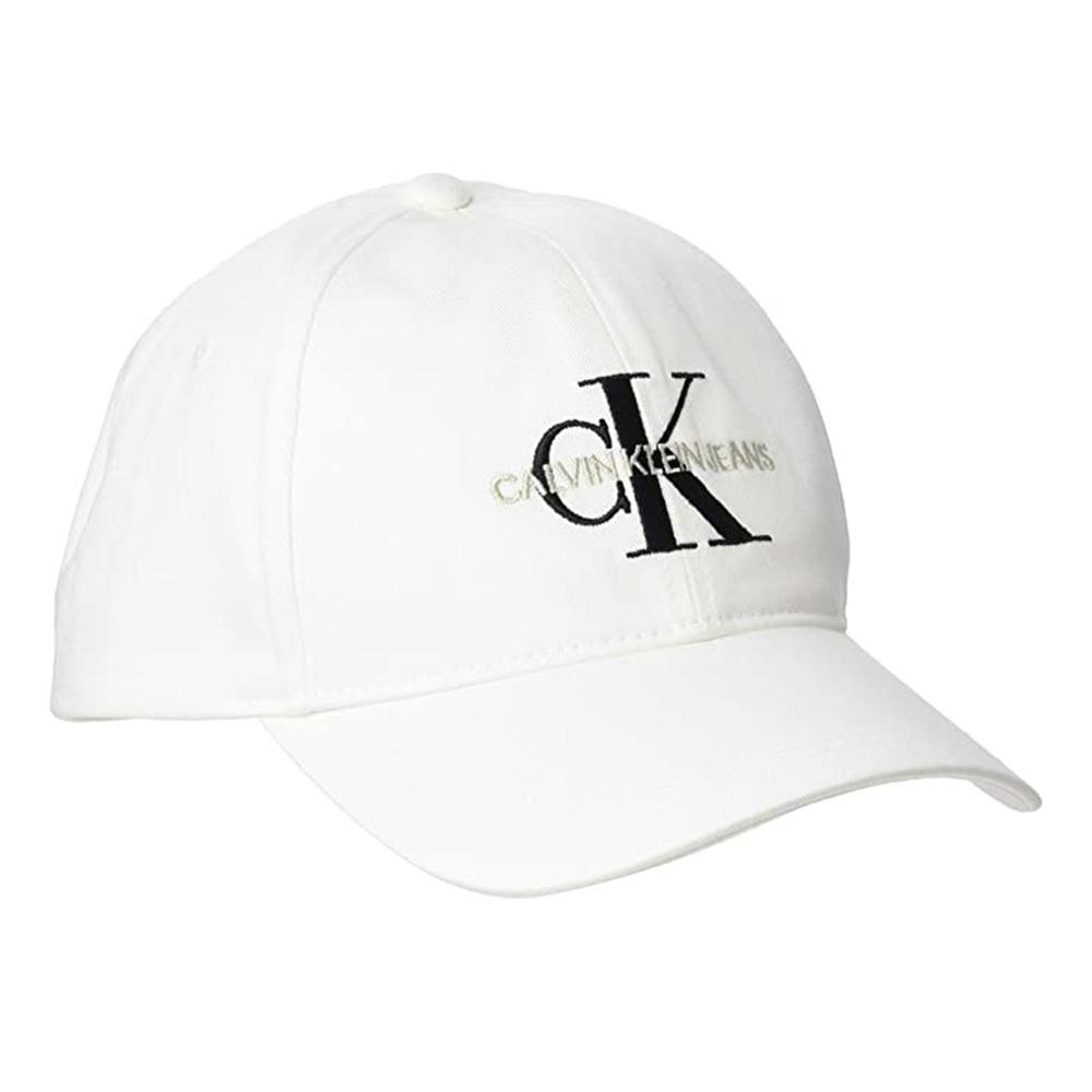 Gorra de Calvin Klein.