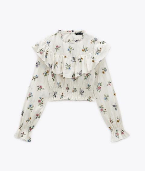 Blusa de flores, de Zara.