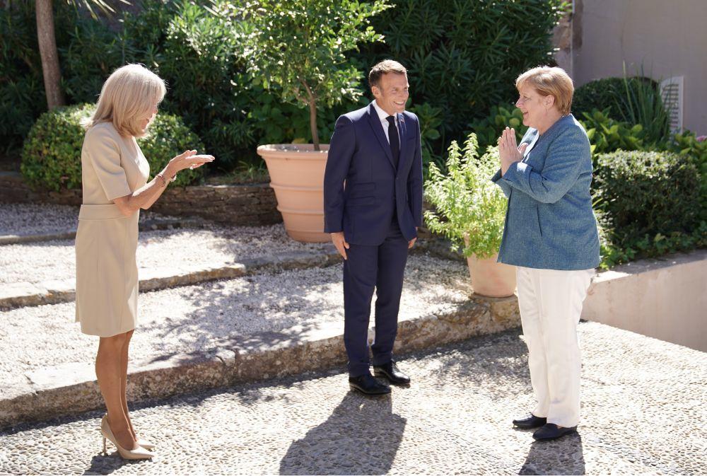 Brigitte Macron junto a Angela Merkel