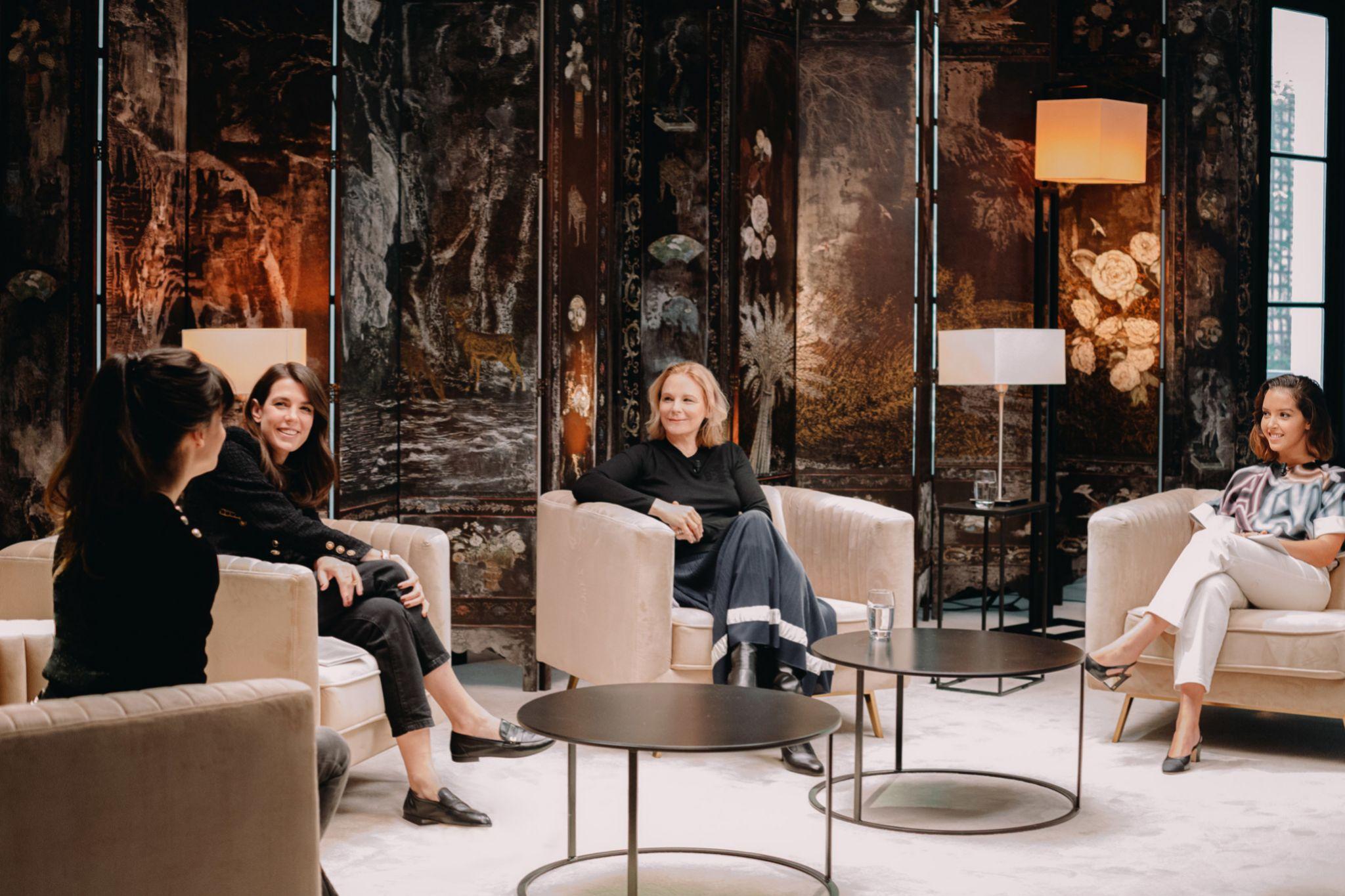 Carlota en el club literario de Chanel