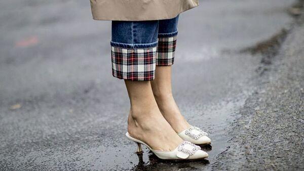 Zapatos y mules de Zara y Mango.