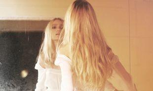 Novia frente al espejo
