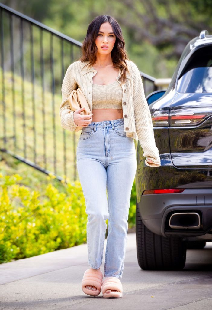 Megan Fox con sandalias Ugg