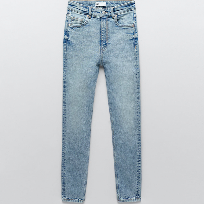 Jeans azules con tecnología moldeadora