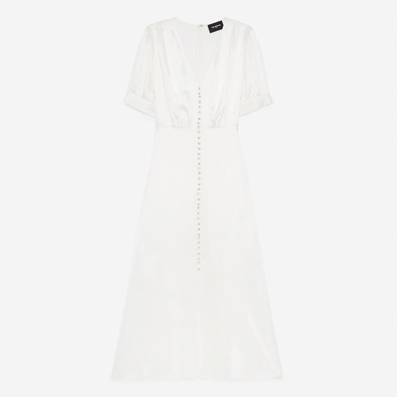 Vestido blanco de manga corta.