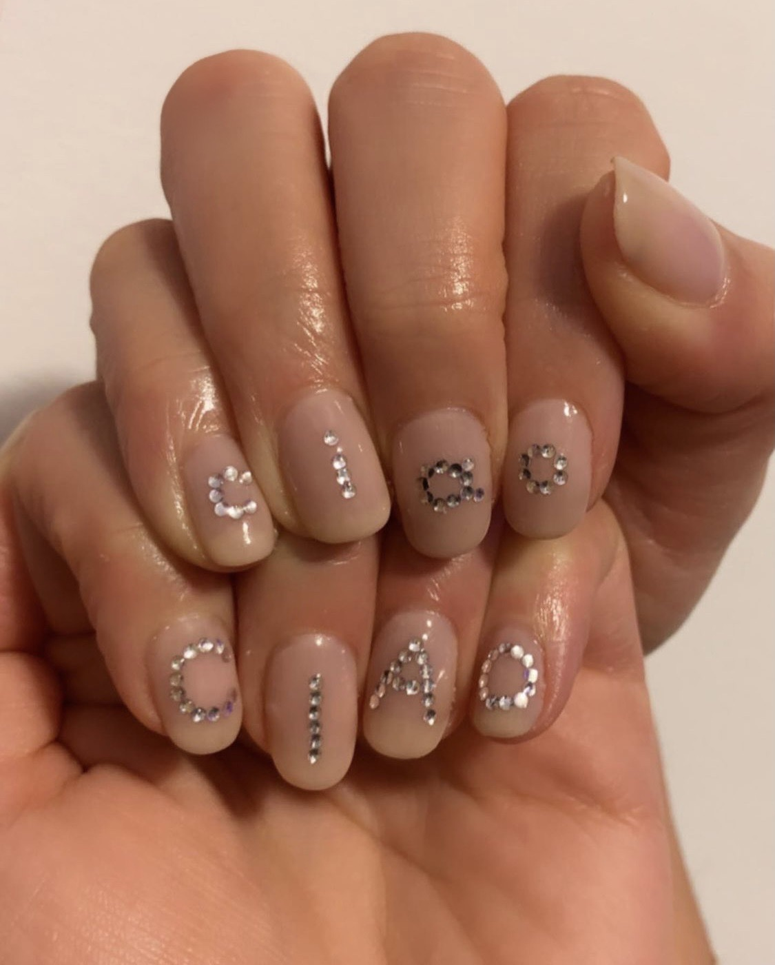 Manicura con mensaje de Nails by Mei.
