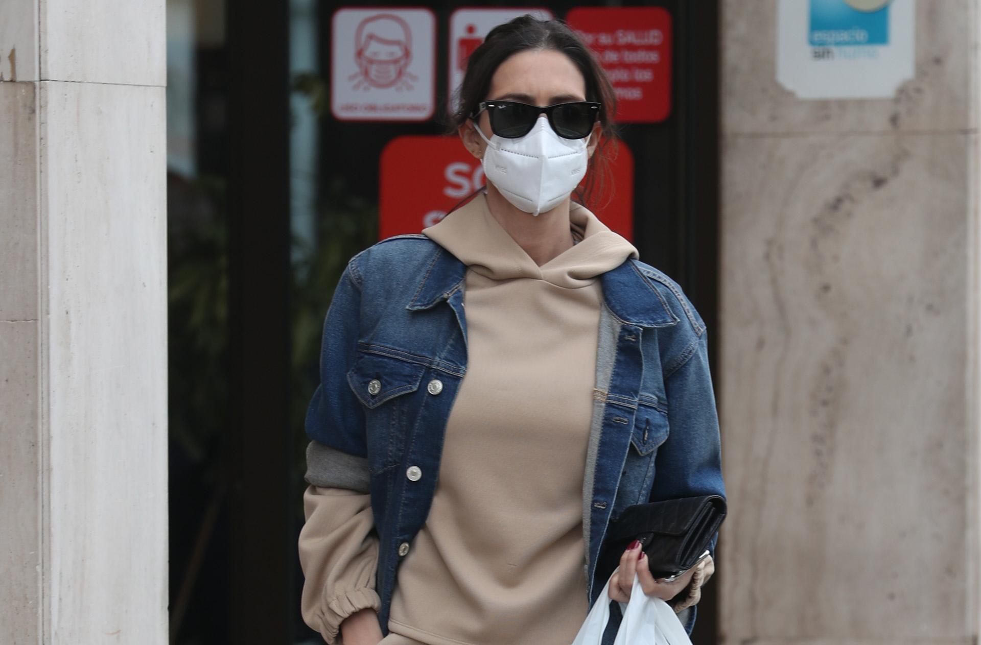 Sara Carbonero de compras por Madrid.