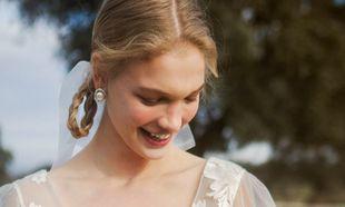 Una novia con joyas sostenibles.