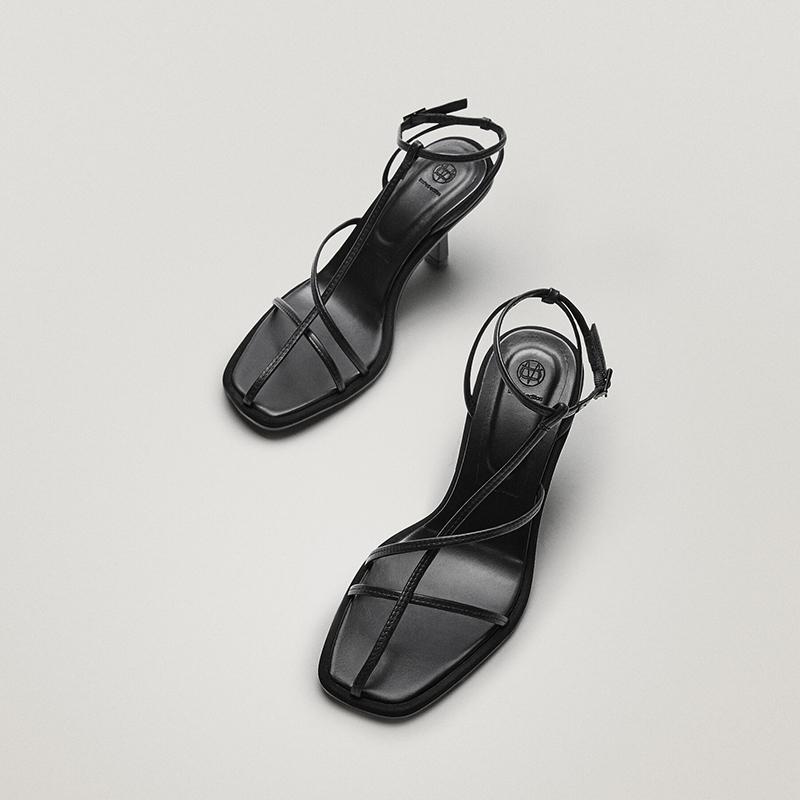 Sandalia tacón piel negra limited edition.